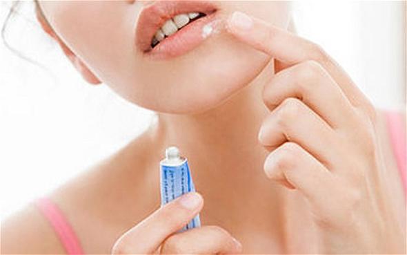Как избавиться быстро от простуды на губе в домашних условиях