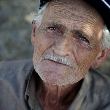 Все ровесники моего отца по сравнению с ним выглядят дряхлыми стариками